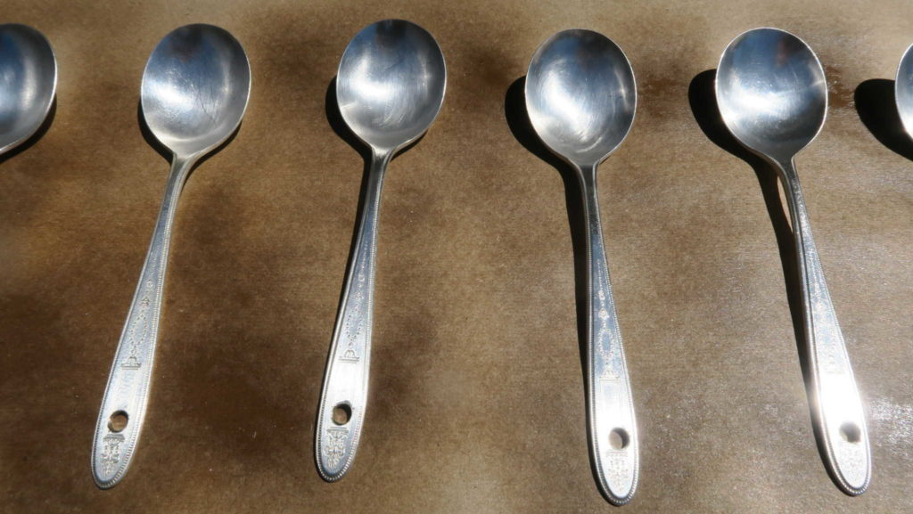 How to paint silverware